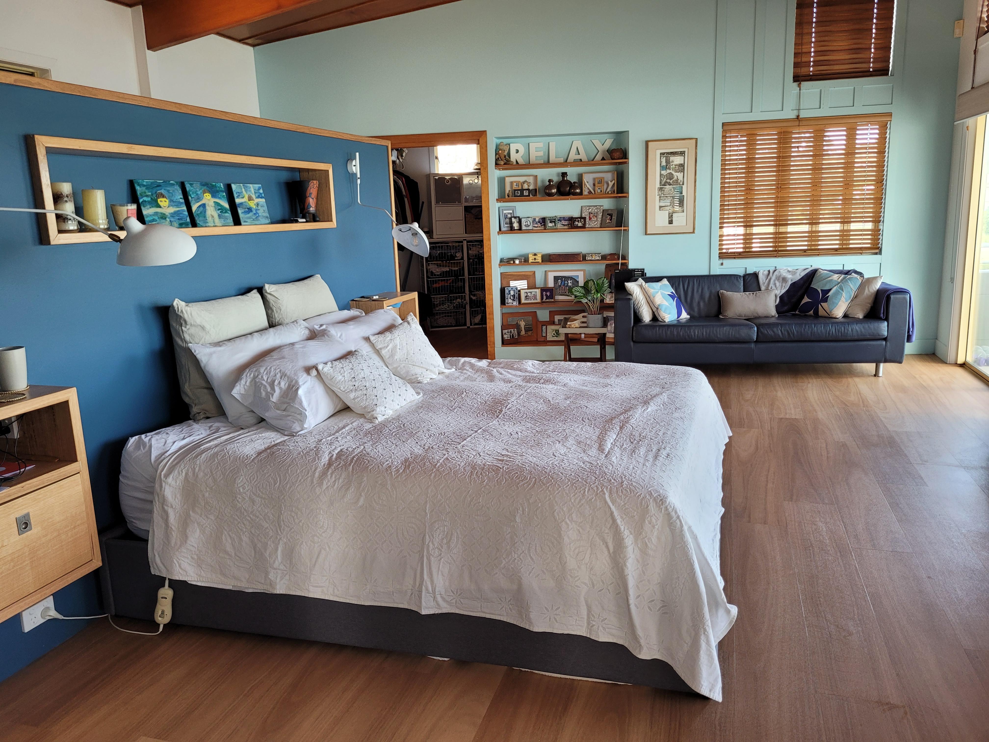 Contemporary master bedroom colour scheme in Noosa